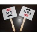 Pancartes photobooth blanche Mr & Mrs moustache